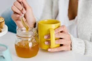 нельзя есть мед железной ложкой