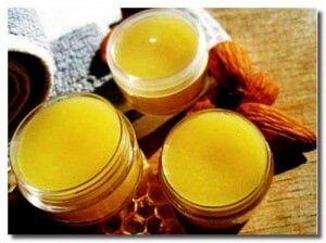 Мазь: пчелиный воск и желток