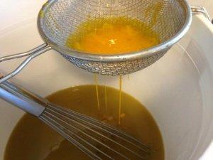 Чудо-мазь из пчелиного воска и желтка