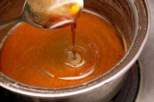 Приготовление сиропа для подкормки пчел осенью