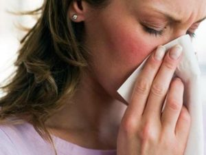 Насморк - признак аллергии на прополис