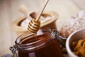 При гастрите используется и мед